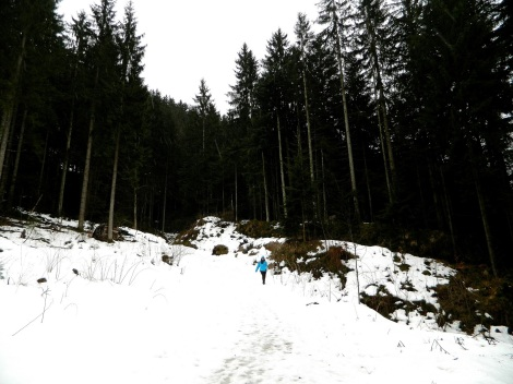 A snowy walk from the cable car across the mountainside