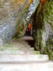 The narrow entrance through the rock