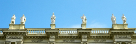 Cultural icons of Vienna on top of Art Museum