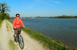 Cycling along the Seine