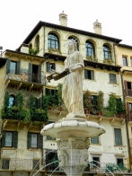 Palazzo and fountain in Piazza delle Erbe