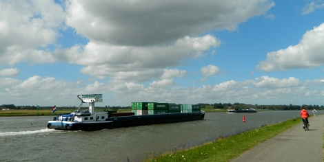 Cycling along the Noord to Kinderdijk