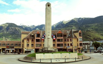 Forum and War Memorial