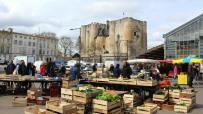 Sunday market at Donjon
