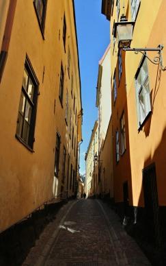 Ochre alleyway