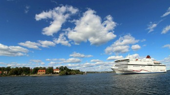 Cruising in past Djurgarden