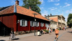 Wooden houses from 1700s on marathon day