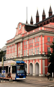 Rathaus and tram