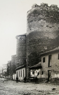 Living in old walls, 1922